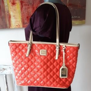 ANN KLEIN glossy quilted corral shoulder bag